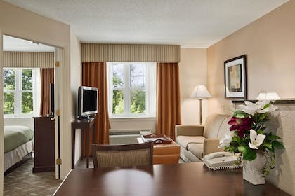 726ce955_z.jpg | 1 King Bed 1 Bedroom Suite | Homewood Suites by Hilton Boston / Andover