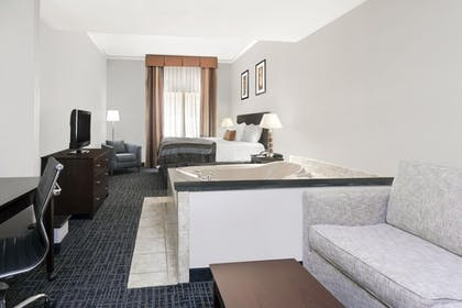 King Deluxe Suite | 1 King Bed, Deluxe Suite | Wingate by Wyndham Athens Near Downtown