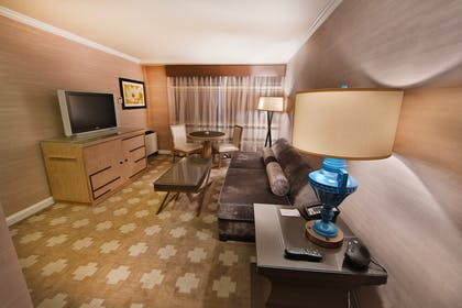 Sitting area | Forum Tower Mini Suite  | Caesars Atlantic City