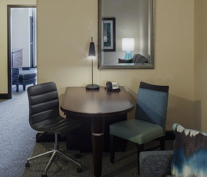 aa543382_z.jpg | 1 King Suite | DoubleTree Suites by Hilton Bentonville