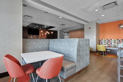 Dining Area | Homewood Suites by Hilton Calgary-Airport