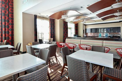 Dining | Homewood Suites by Hilton Calgary-Airport