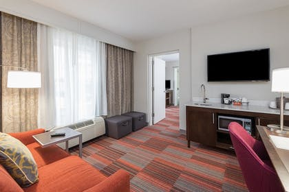 Living Room | 1 King Bed Deluxe Room | Hampton Inn Charlotte-Uptown
