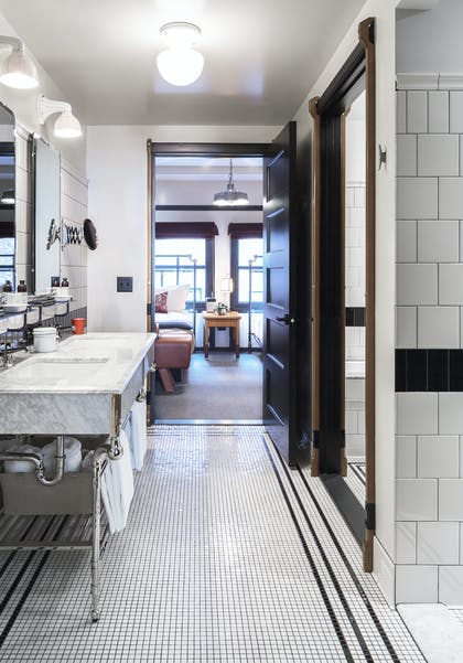 Bathroom | Play Two Suite | Chicago Athletic Association