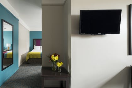 Livingroom | Double Suite | City Suites Chicago