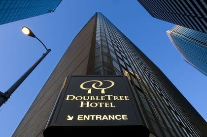 Exterior Entrance | DoubleTree by Hilton Hotel Chicago - Magnificent Mile