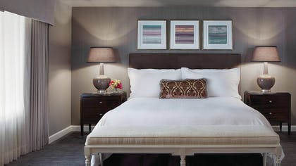 King Bed | Deluxe One Bedroom Suite | Four Seasons Hotel Chicago