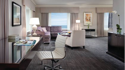 Living Area | Deluxe One Bedroom Suite | Four Seasons Hotel Chicago