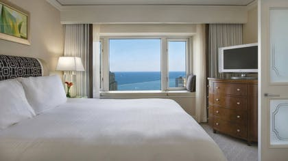 Bedroom | Lake-View Executive Suite | King | Four Seasons Hotel Chicago
