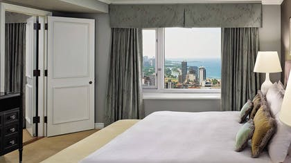 Bedroom | One Bedroom Suite | Four Seasons Hotel Chicago