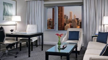 Lounge | Premier Lake-View Executive Suite | Four Seasons Hotel Chicago