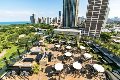 Rooftop Dining.jpg | Hotel Lincoln