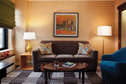Living Room | Lake View Junior Suite | Hotel Lincoln