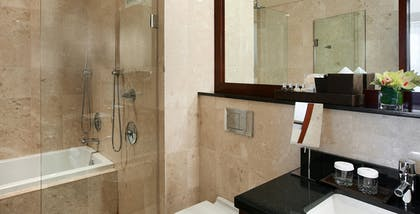 Bathroom | Millennium Suite | Millennium Knickerbocker Chicago