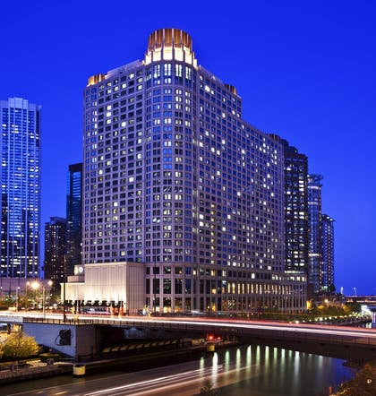 she196ex-114878-Exterior_at_dusk-High_S.jpg | Sheraton Grand Chicago