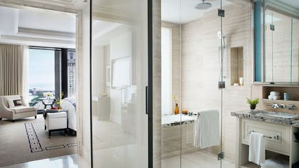 Deluxe Premier Bathroom | One Bedroom Club Suite + Deluxe Premier King | The Langham Chicago