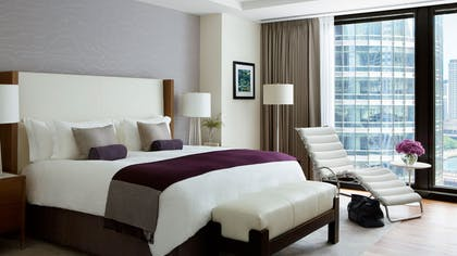 Bed | One Bedroom Riverview Suite + Deluxe Premier Riverview Room | The Langham Chicago