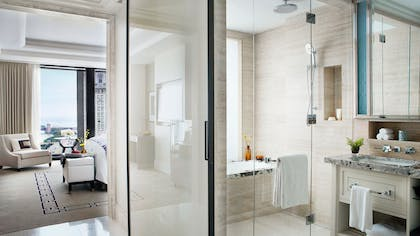 Deluxe Premier Bathroom | One Bedroom Suite + Deluxe Premier King | The Langham Chicago