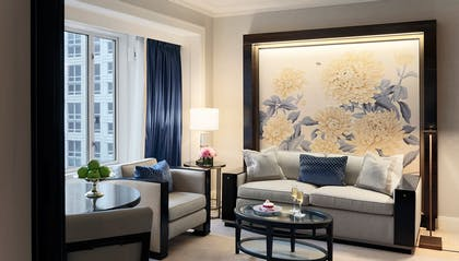 Lounge | Deluxe Suite | King + Deluxe King | The Peninsula Chicago