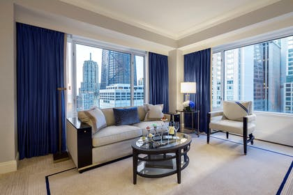 Lounge | Executive Suite + Deluxe King | The Peninsula Chicago