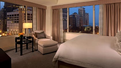 Bedroom | Grand Deluxe Suite | The Peninsula Chicago