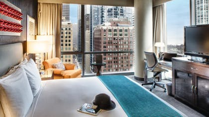 02e5f998_z.jpg | Paramount Spa One Bedroom Suite + Classic King Room  | theWit Chicago