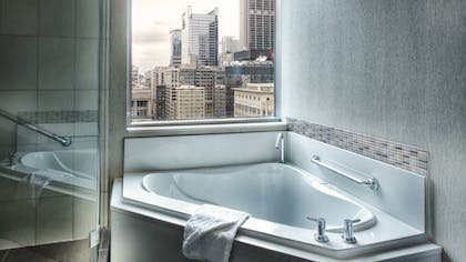 Bathroom | Paramount Spa One Bedroom Suite | theWit Chicago