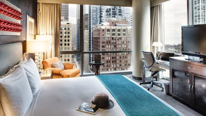 Bedroom | Paramount Spa One Bedroom Suite | theWit Chicago