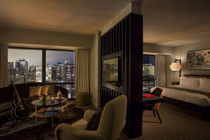 Junior Suite | Junior Suite + Corner King Suite | Thompson Chicago
