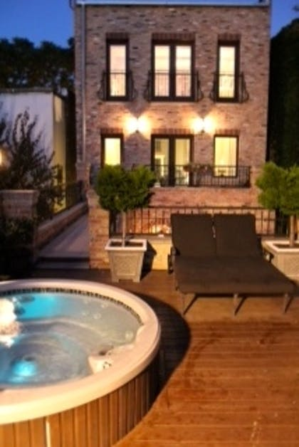 Jacuzzi & Sun deck | Villa D' Citta Bed & Breakfast
