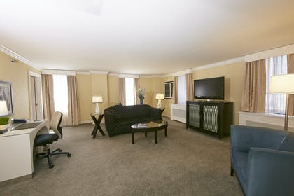 Living Room | Specialty Suite | Warwick Allerton Hotel Chicago