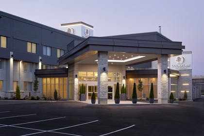 Exterior | DoubleTree by Hilton Montreal Airport