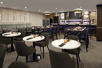 RESTAURANT | DoubleTree by Hilton Montreal Airport