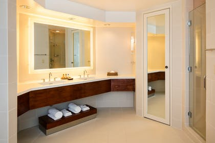Bathroom | Palace Tower - Ocean View - 1 Bedroom Presidential Suite - King | Hilton Waikoloa Village