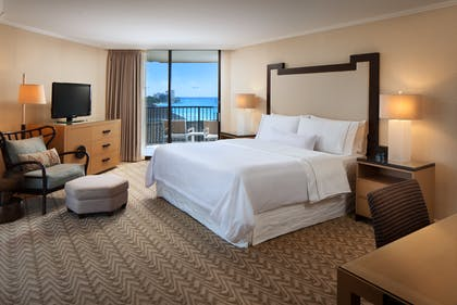 Tower Ocean View Bedroom | Tower Ocean Front Suite + Tower Ocean View | Moana Surfrider, A Westin Resort & Spa