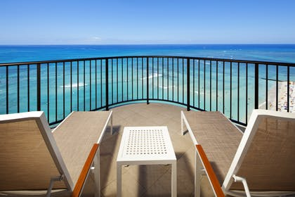 Tower Ocean Suite Lanai | Tower Ocean Front Suite | Moana Surfrider, A Westin Resort & Spa