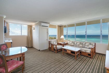 Living area | Penthouse Suite Ocean View Lanai | Queen Kapiolani Hotel