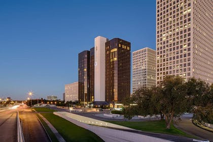exterior.jpg | DoubleTree by Hilton Hotel Houston - Greenway Plaza
