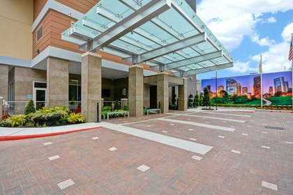 Driveway | Home2 Suites by Hilton Houston Near the Galleria