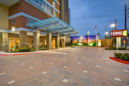 Exterior Driveway Night | Home2 Suites by Hilton Houston Near the Galleria