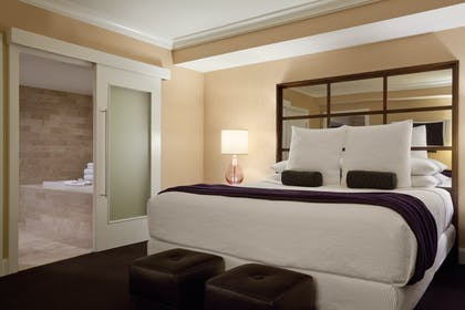 King Bed | Forum Petite Suite | Caesars Palace