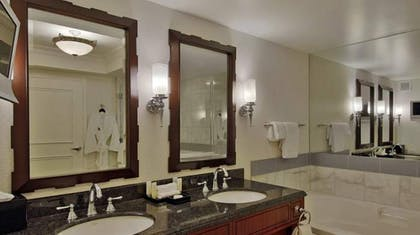 Deluxe Room Bathroom | Palace Executive Suite + 1 King | Caesars Palace