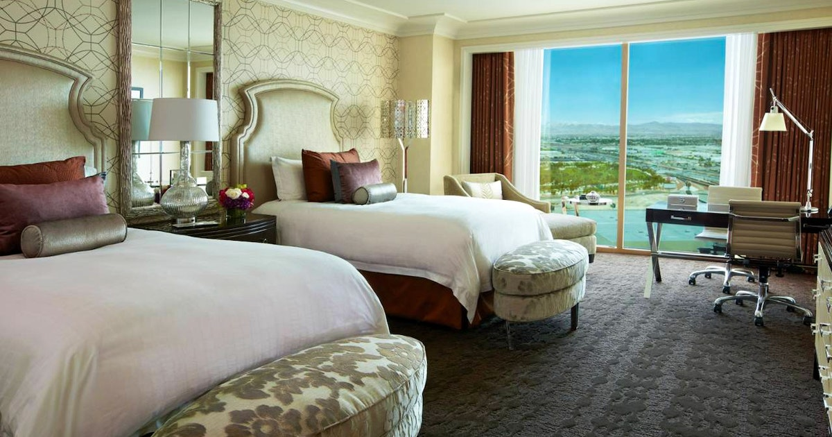 One-Bedroom Suite King + Deluxe Doubles At Four Seasons