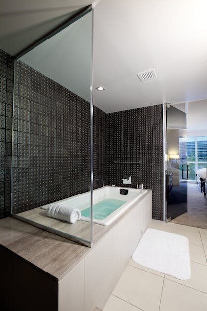Tea for Two Tub | HRH King Suite + HRH Queen Suite | Hard Rock Hotel and Casino