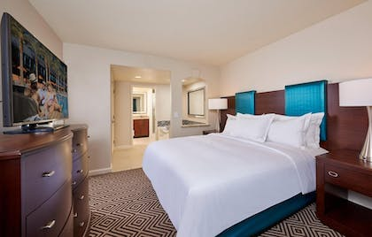 suite2_4.jpg | 1 Bedroom King Suite with Queen Sofabed  | Hilton Grand Vacations on Paradise (Convention Center)