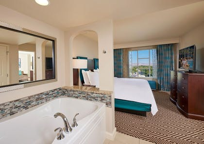 suite2_5.jpg | 1 Bedroom King Suite with Queen Sofabed  | Hilton Grand Vacations on Paradise (Convention Center)
