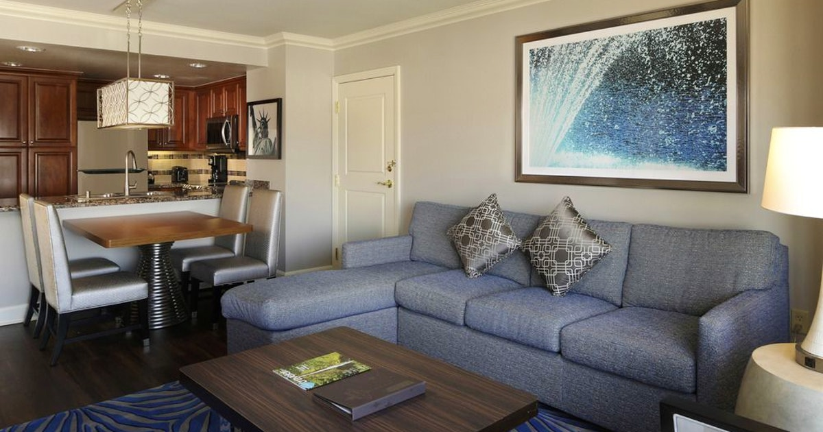 1 bedroom king suite at hilton grand vacations on the las - Vegas 3 bedroom suites on the strip ...