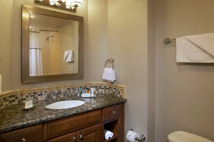10.jpg | 3 Bedroom 3 King Premier Suite | Hilton Grand Vacations on the Las Vegas Strip