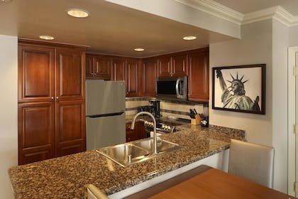 3.jpg | 3 Bedroom 3 King Premier Suite | Hilton Grand Vacations on the Las Vegas Strip