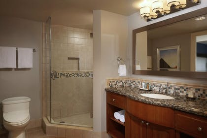 6.jpg | 3 Bedroom 3 King Premier Suite | Hilton Grand Vacations on the Las Vegas Strip